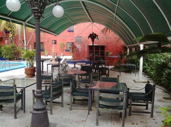 Hotel La Casona Real: Tavoli e Tettoia