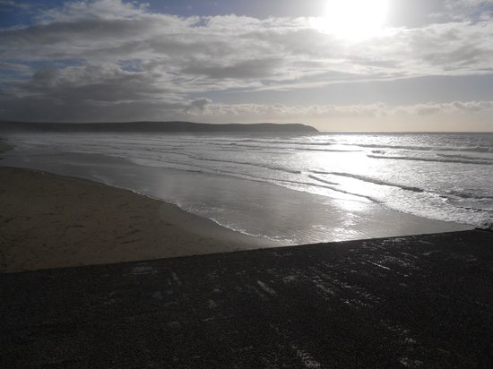 Beachcomber Cafe: View of Woolacombe beach from cafe.