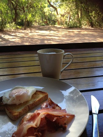 Bussells Bushland Cottages: Breakfast..what a view!