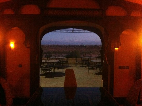 Kasbah Le Mirage: View from the dining room onto the patio where we had breakfast/lunch