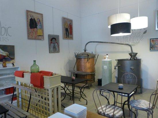 Ile de la Barthelasse : Distillerie Manguin