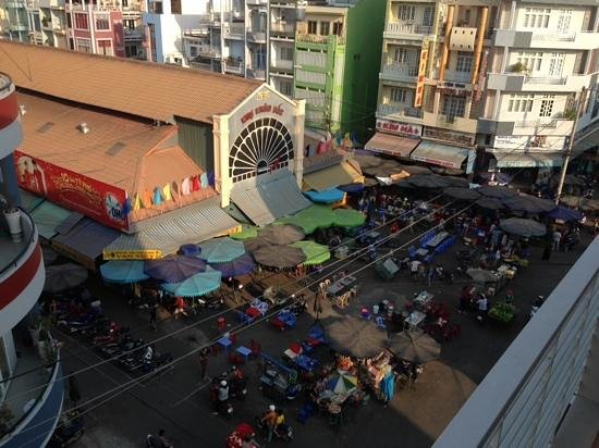 Trung Nguyen Hotel: view from the 4th floor balcony