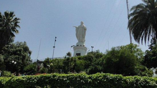 Cerro San Cristóbal: Todos sentam na escadaria da Virgem Maria