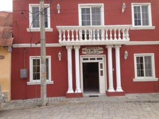 Front of Hotel Villa del Lago in Flores