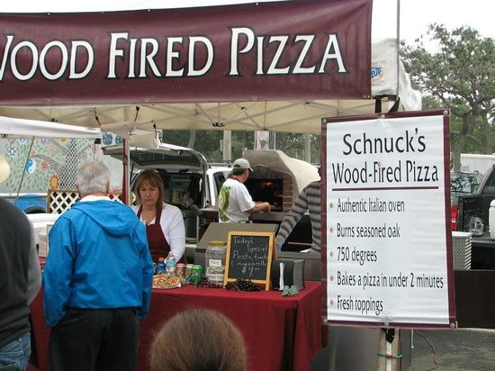 Saturday Morning Market: Wood-fired Pizza vendor-- smelled terrific