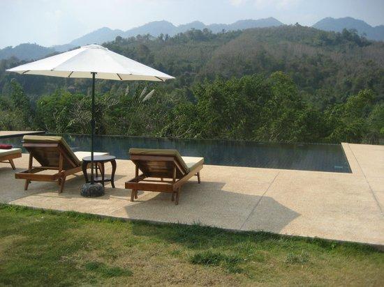 Nam Ou Riverside Hotel & Resort: The pool