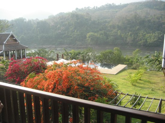 Nam Ou Riverside Hotel & Resort: The grounds