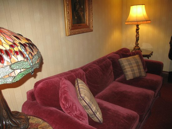 Prince of Wales: Sofa in the living room