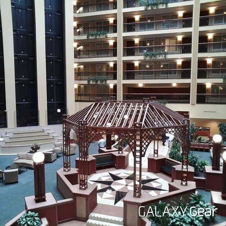 Embassy Suites by Hilton Cleveland Rockside: The inside!