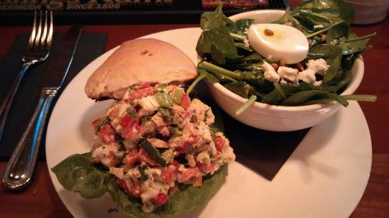 Merchantman Fresh Seafood & Oyster Bar : Lobster Roll and Spinach salad