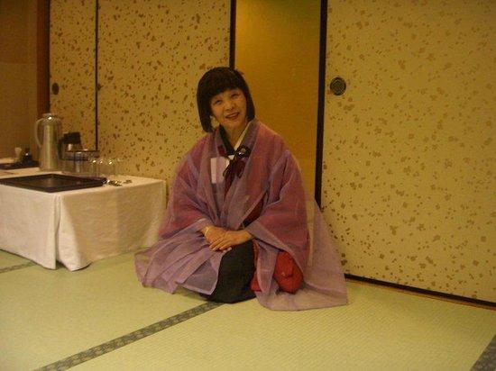 Nishino Miyabi Tokiwa: 名物女将さんです