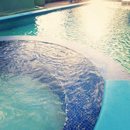 Airport Suites Hotel: pool