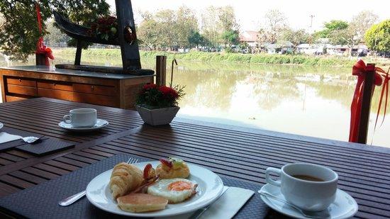 Deck 1, Rarinjinda Wellness Spa Resort : Breakfast 15-02-2014