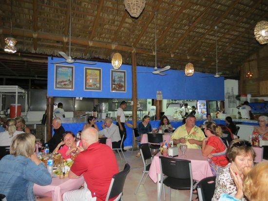 Mariscos Las Tres Islas: Kitchen