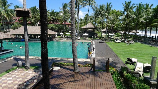 INTERCONTINENTAL Bali Resort: One of the best pool area where they play balinese instrument in the afternoons. Relaxing!