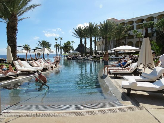 Hilton Los Cabos Beach & Golf Resort : Great pool area