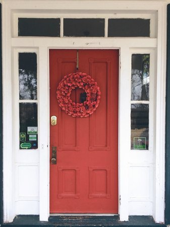 ‪‪Inn on Poplar Hill‬: Loved this front door!  :)‬