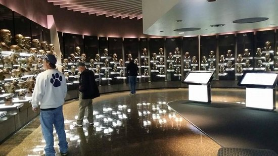 Pro Football Hall of Fame : The Busts room