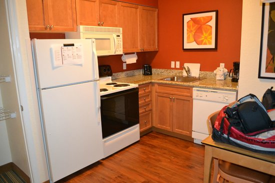 Residence Inn Cape Canaveral Cocoa Beach: Kitchen area in 2 room suite