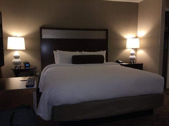 Residence Inn Boston Needham: King Studio Suite - Bed