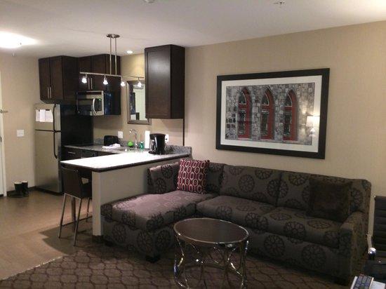 Residence Inn Boston Needham: King Studio Suite - Living/Dining Area