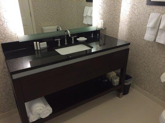 Residence Inn Boston Needham: King Studio Suite - Bathroom Vanity