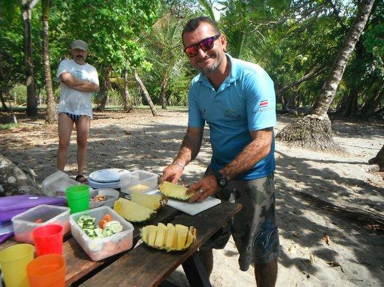 Finca Maresia : Notre guide avec un super lunch.