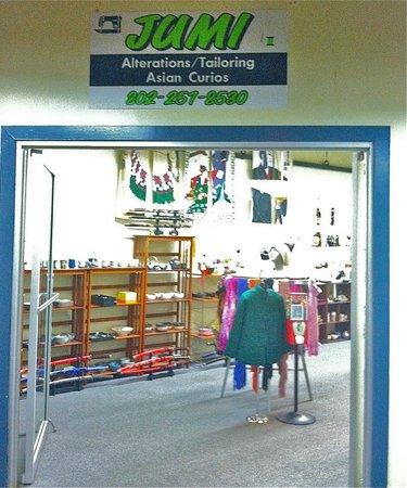 Brattleboro Outlet Center : Asian Import items.  Teapots to samurai swords.  Excellent Tailor.