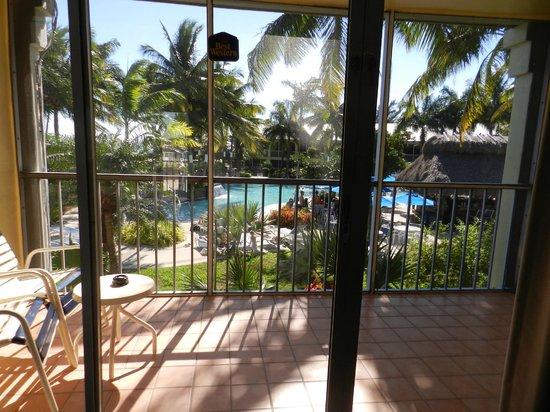 Best Western Key Ambassador Resort Inn : Looking outside from our room