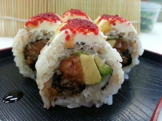 Mr. Kim's Sushi & Rolls: Philadelphia Roll♡♡