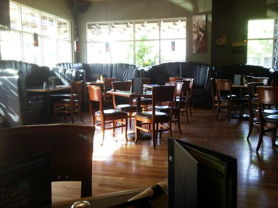 Monashee's Bar & Grill: Nice tidy place here...