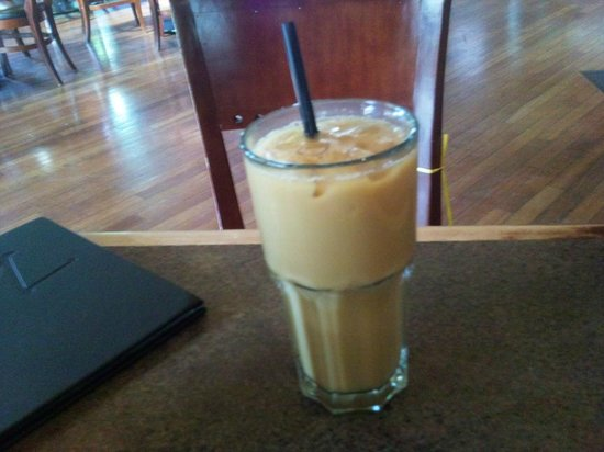 Monashee's Bar & Grill: Iced coffee - made to order :-)