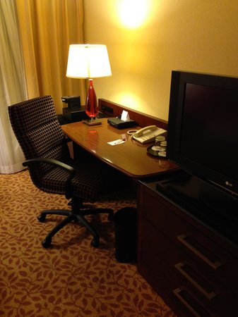Jacksonville Marriott: Desk in Room