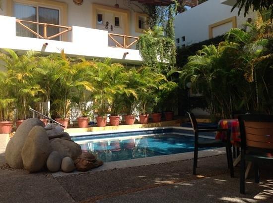 Hacienda Alemana : pool and courtyard area