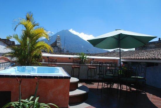 D'Leyenda Hotel: Roof terrace