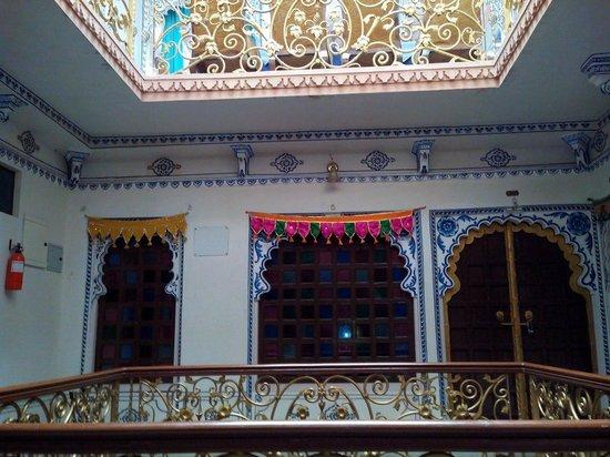 Shree Jagdish Mahal Heritage Hotel (Nagarseti Ri Haveli): Beautiful entrance!!!