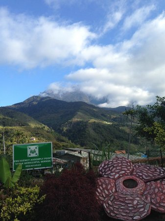 The Cottage Hotel Kundasang: View from the parking place