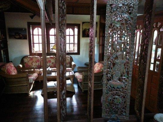 Secret Garden Chiang Mai : beautiful wood work in our bungalow