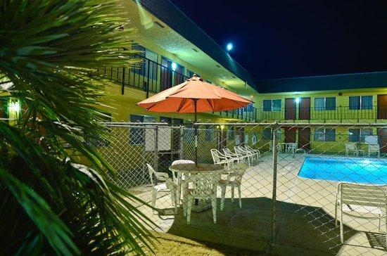 Rodeway Inn I-5 at Rt. 58: Nice pool area