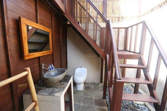 Abian Huts Lembongan: Abian Huts - Dream Beach - Bali - The Travel Glow - outdoor bathroom