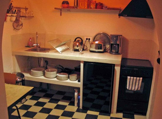 Arles Suite Home: kitchen