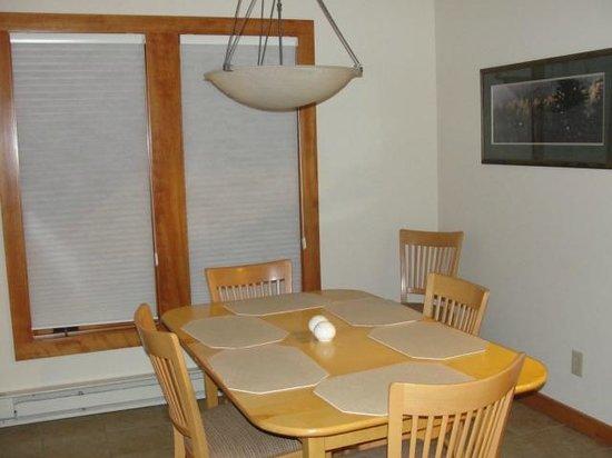 Lutsen Resort on Lake Superior: dining area of Poplar River Condo