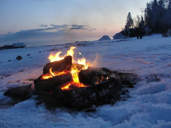 Lutsen Resort on Lake Superior : Fire on the beach at Lutsen Lodge
