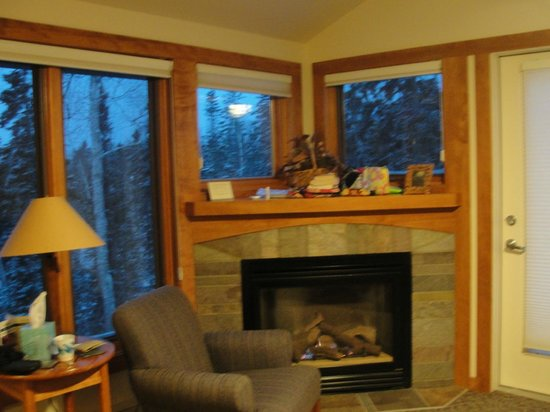 Lutsen Resort on Lake Superior: Fireplace in Poplar River condo