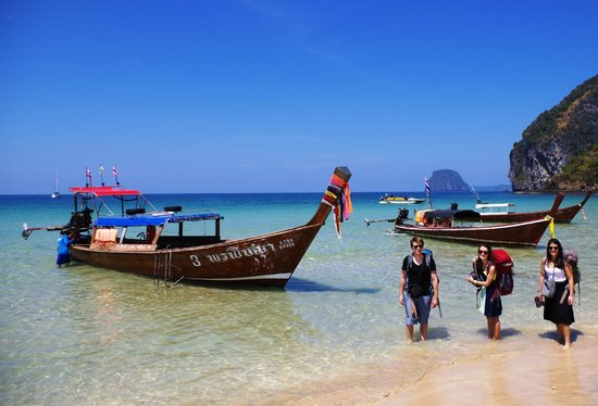 Koh Mook Rubber Tree Bungalows : Getting dropped off at Had Farang Beach by Rubber Tree's great shuttle/long-tail boat combo