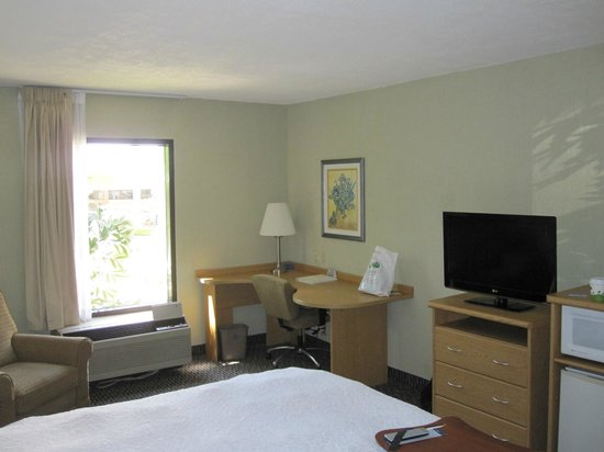 Hampton Inn & Suites by Hilton San Jose Airport : Nice room
