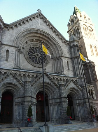 Cathedral Basilica of Saint Louis : Exterior