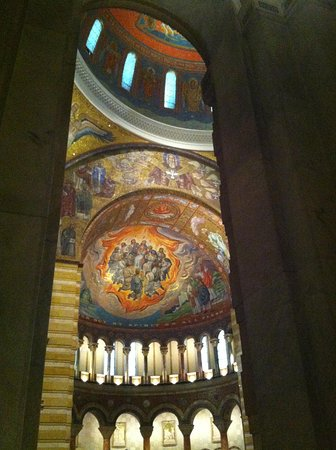 Cathedral Basilica of Saint Louis : I could spend hours in here