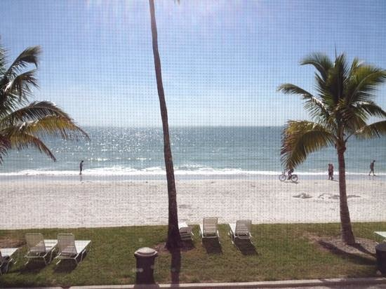 Seaside An All-Suite Resort: Feb 2014 - view from 1st floor lanai