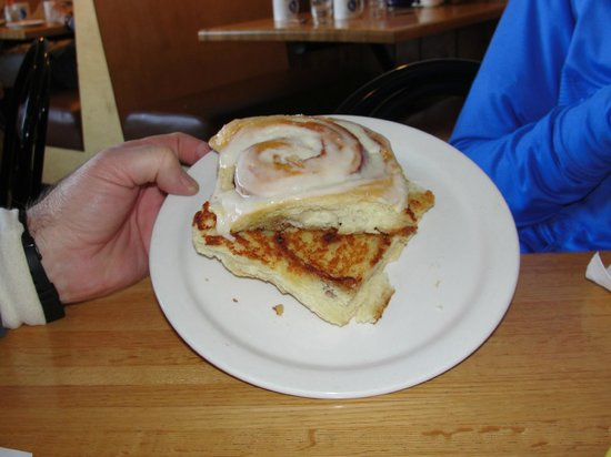 Blue Water Cafe: Grilled cinnamon roll